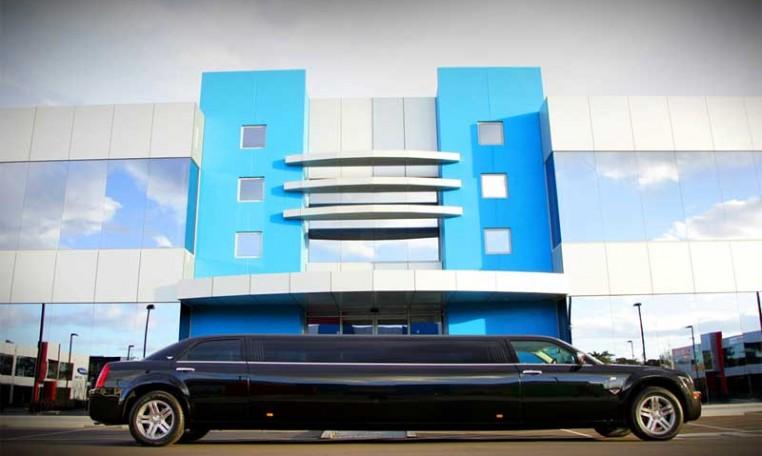 10 Passenger Chrysler Black